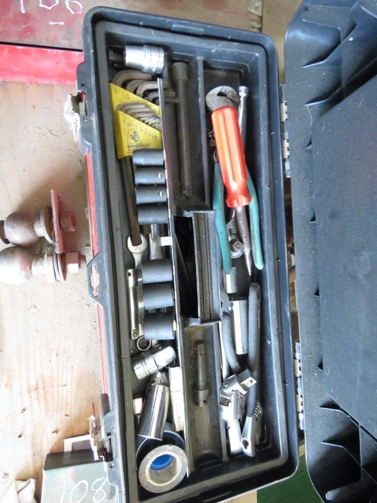 BOX OF TOOLS SUPPORT EQUIPMENT
