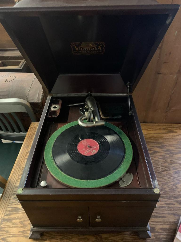 victor-vvix-phonograph-w-records