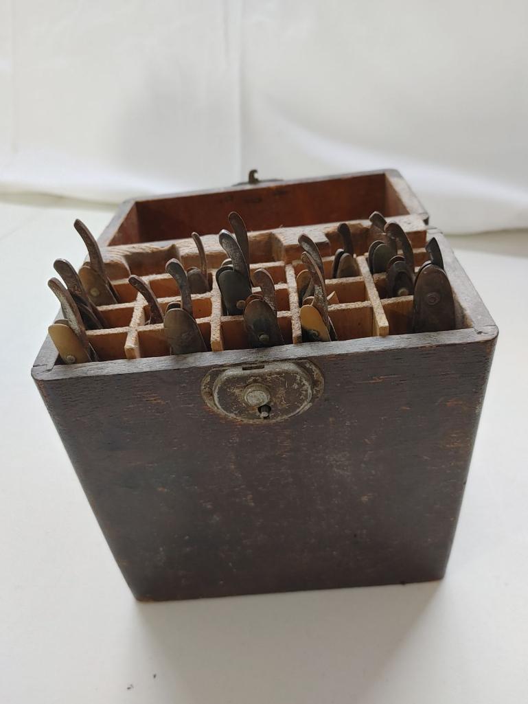 oak-back-bar-tool-case-w-15-rolls