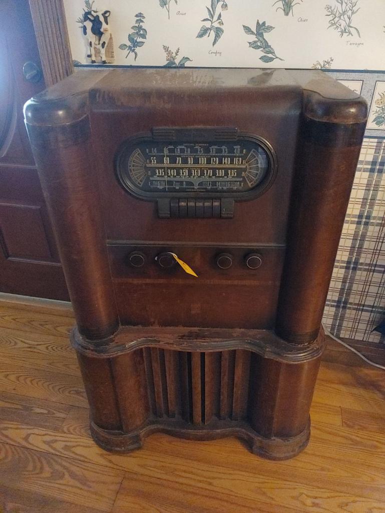vintage-rca-victor-am-radio