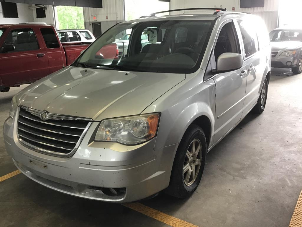 2010-chrysler-town-and-country
