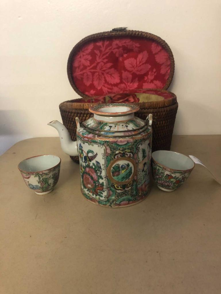 rose-medallion-tea-set-in-wicker-carrier