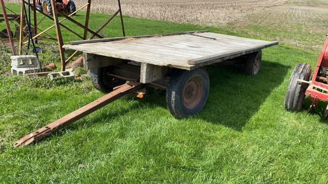 16%ef%bf%bd-flatbed-hay-wagon