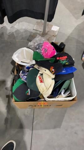 2-boxes-hats