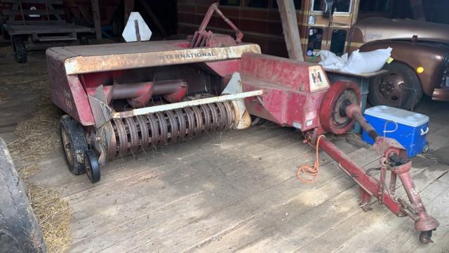 international-harvester-440-small-square-baler