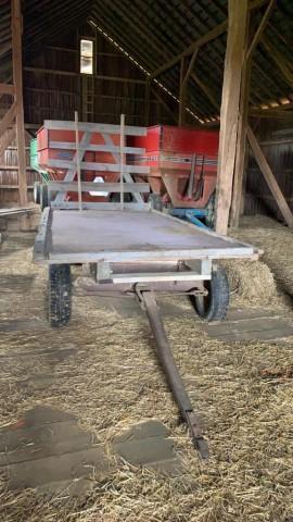 16-flatbed-hay-wagon