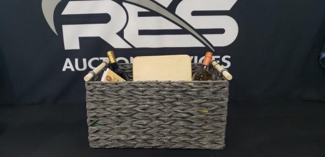 gray-wine-food-basket