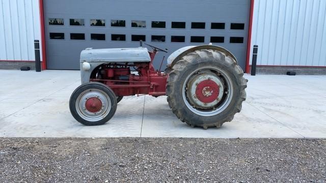 ford-2n-2wd-tractor