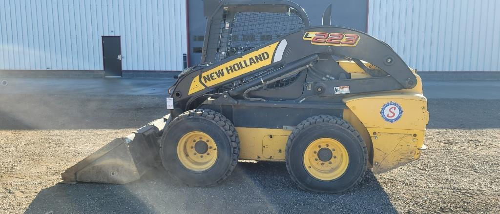 absolute-2011-new-holland-l223-skid-loader
