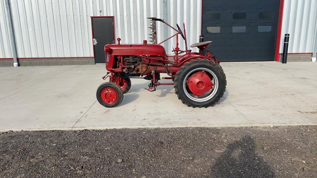 absolute-farmall-f-cub-2wd-tractor