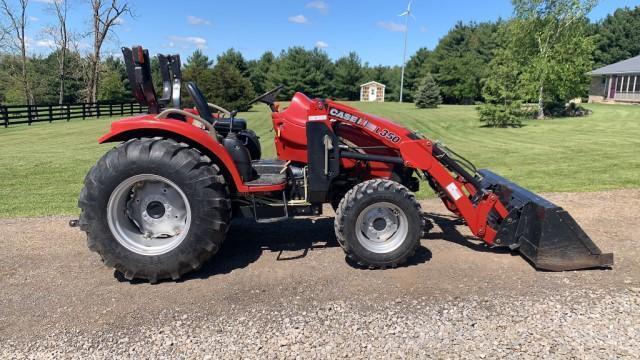 case-farmall-40-tractor-w-l350-loader