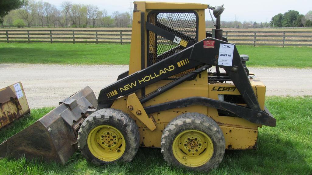 new-holland-l455-skid-loader-with-5-bucket-2573-hours