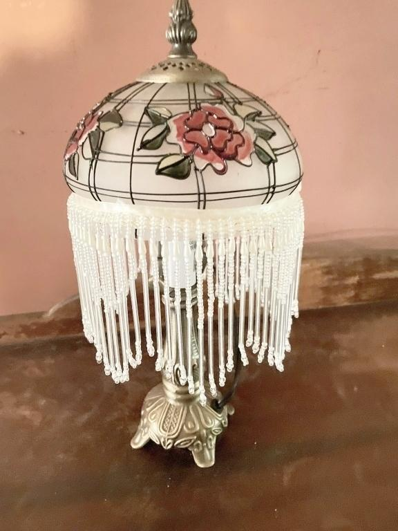 victorian-fringed-table-lamp