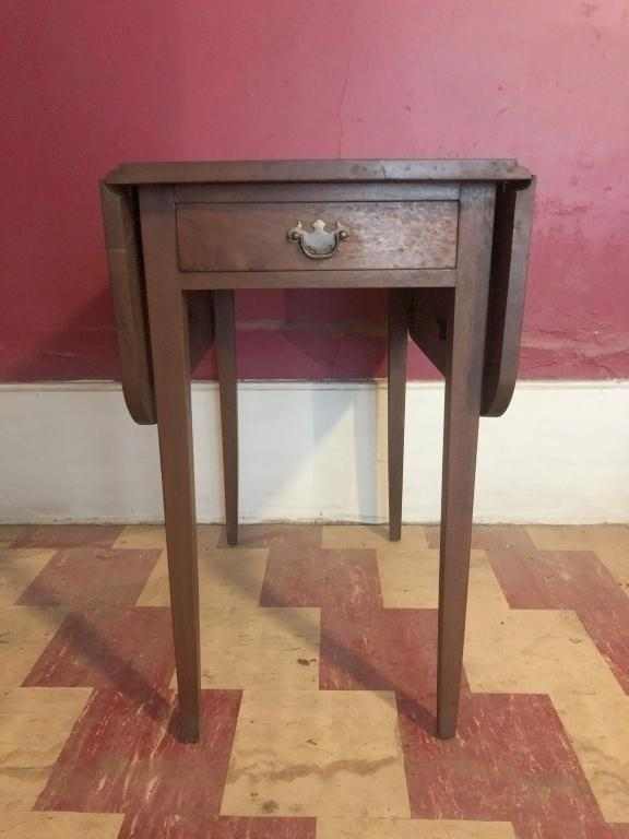 drop-leaf-side-table-with-bat-wing-pull